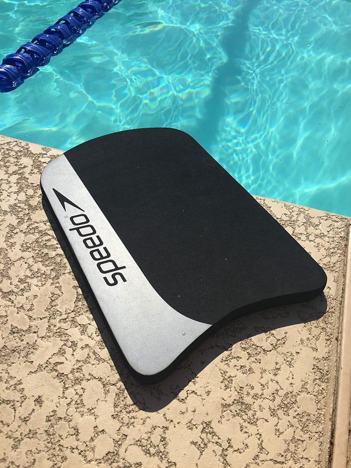 pool-workouts-kickboard